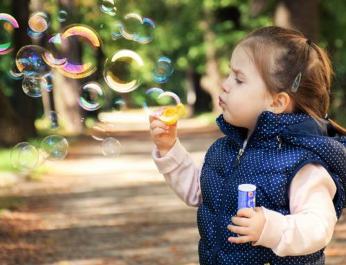 Deca koja odrastaju u prirodi su srećnija: 5 koristi prirode za decu